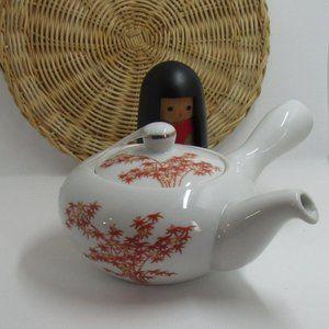 Japanese porcelain teapot / autumn leaves  japanes
